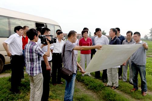 人口资源环境委员会副主任阮继清带队在襄阳长寿岛湿地实地调研.