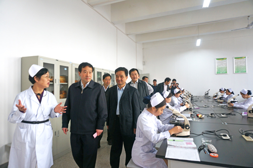 刘善桥/刘善桥副主席率队视察武汉科技大学城市学院护理专业教学实验室