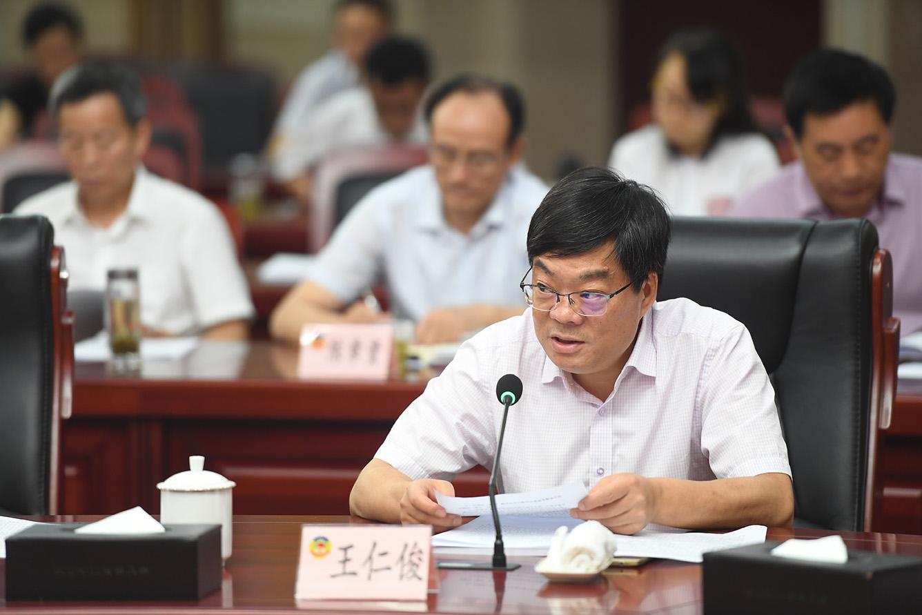 5 王仁俊等14名代表围绕协商主题资政建言.JPG