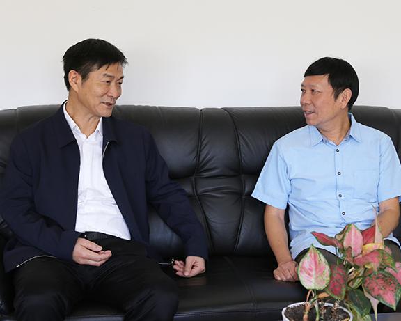省政协副主席彭军赴中科院武汉分院走访看望专家并调研科研工作