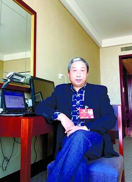 5.李长安委员在驻地接受采访