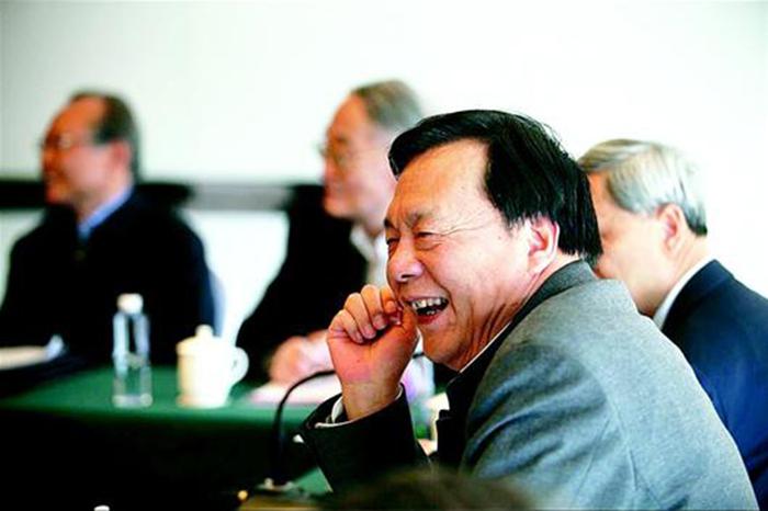 13肖宏江委员对国家加大对民生投入很开心